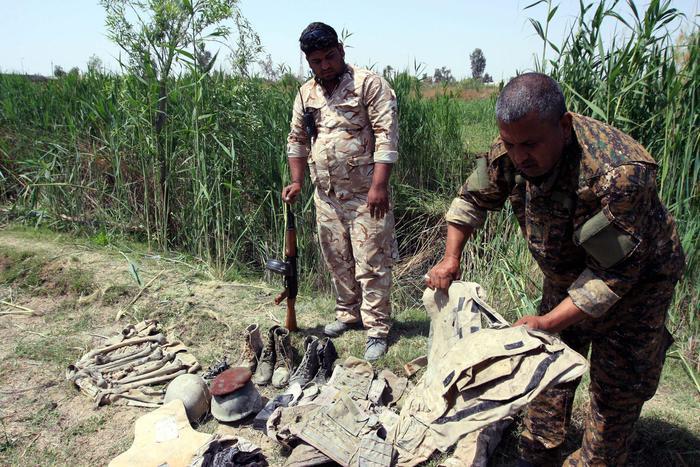 Isis, fosse comuni in Iraq: 400 cadaveri