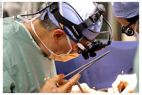 Eseguito all'Ismett di Palermo trapianto di fegato a paziente positiva al covid