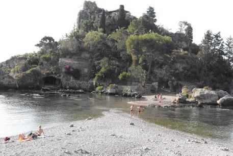 Taormina, completata la bonifica della Baia di Isola Bella