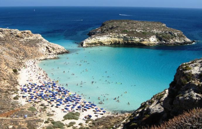 Sicilia, l'Isola dei Conigli è la spiaggia più bella d'Italia