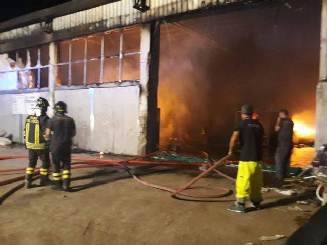 Incendio in un'azienda agricola sulla Provinciale Ispica - Pozzallo