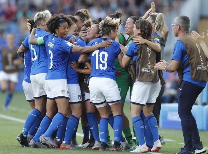 Mondiali donne, l'Italia batte la Cina ( 2 - 0) e vola ai quarti di finale