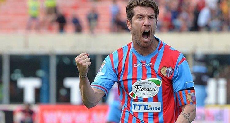Calcio, il Catania riprende Izco: firmato un contratto annuale con il giocatore
