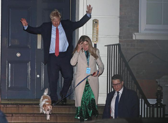 Elezioni nel Regno Unito,  trionfa Johnson: Brexit vicina e la sterlina vola