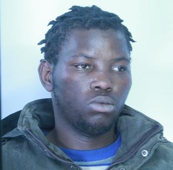 Sorpreso mentre cede droga, arrestato un diciannovenne a Catania