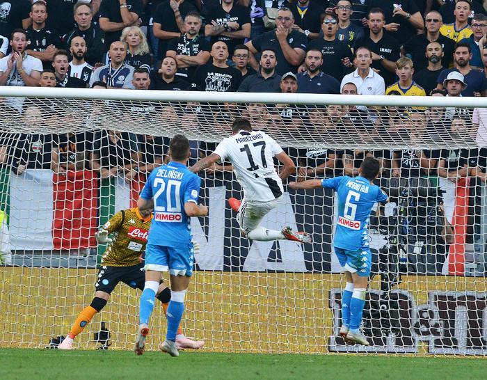 La Juve travolge il Napoli e allunga: alla Roma il derby con la Lazio