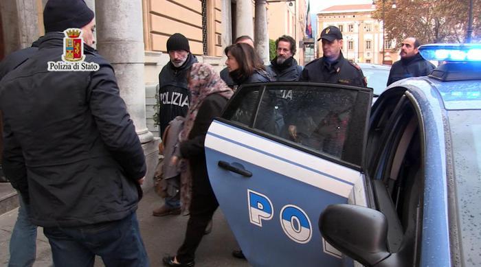 Palermo, sequestrati computer e telefonini a 5 amici della donna libica  indagata per istigazione al terrorismo