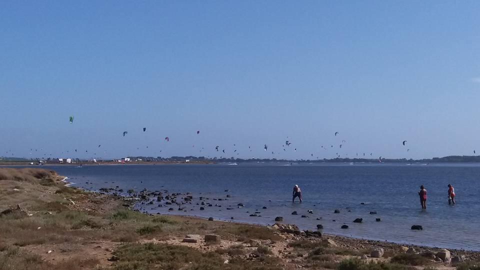 Kiteserfing a Marsala, investito da una bufera di vento: cade e muore