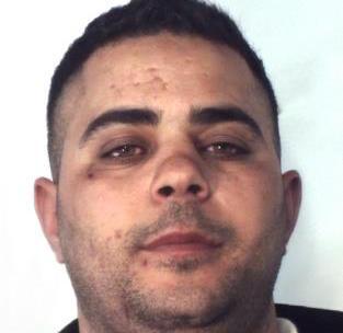 Calci e pugni contro un uomo per rapinarlo, arresto a Catania