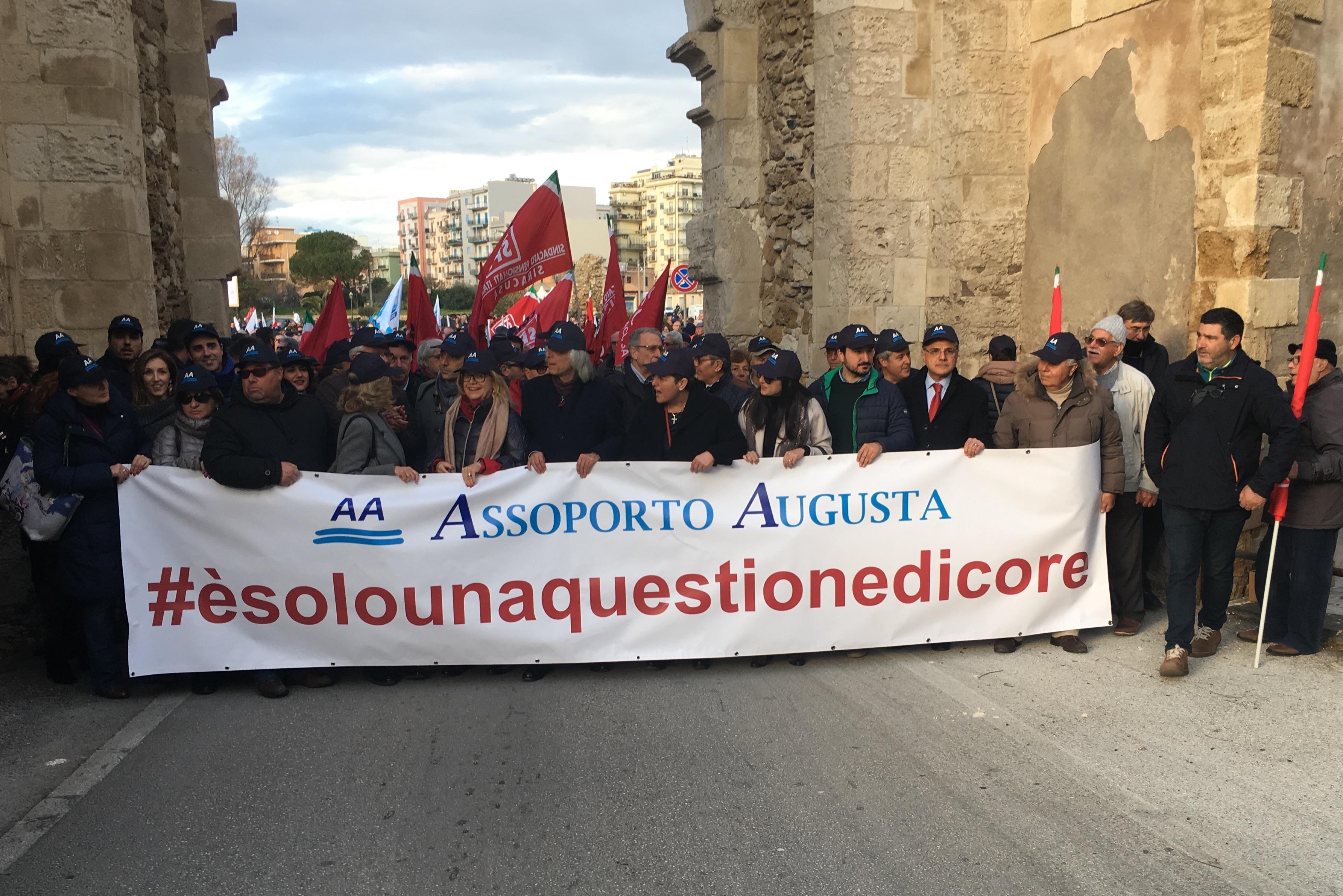"""#èsolounaquestionedicore"""", Augusta scende in piazza a difesa del porto"""