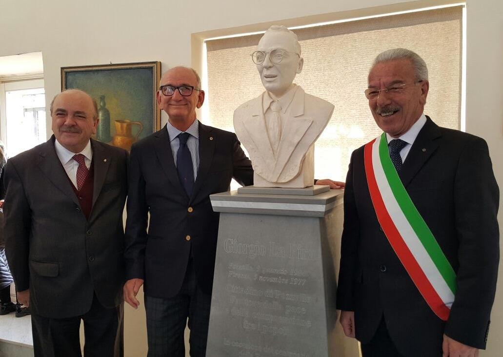 Pozzallo, donato al Comune un busto di Giorgio La Pira