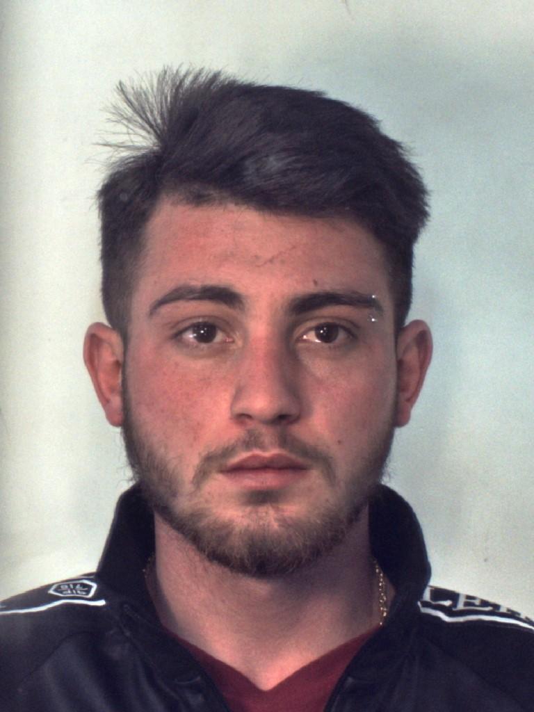 Bloccato a Catania mentre piazza una dose di 'fumo'