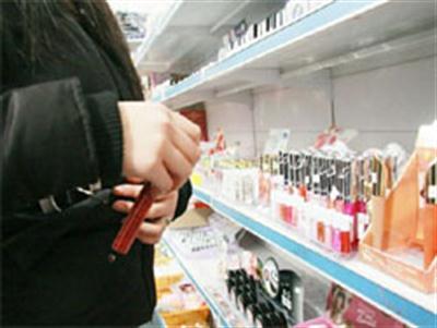 Siracusa, un francese ruba in un negozio in Ortigia: denunciato