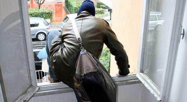 Rubarono in un appartamento a Modica, arrestati  due ladri catanesi