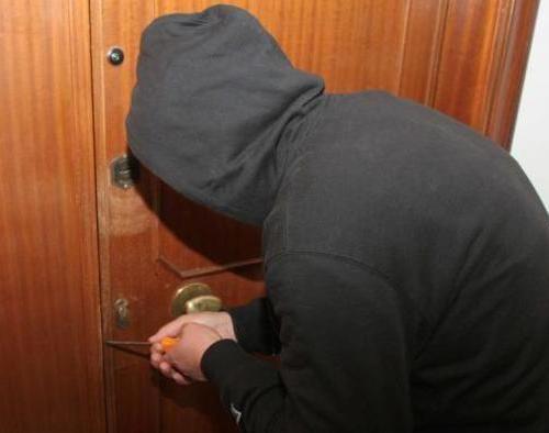 Catania, sorpresi a rubare in un appartamento: in manette due ladri