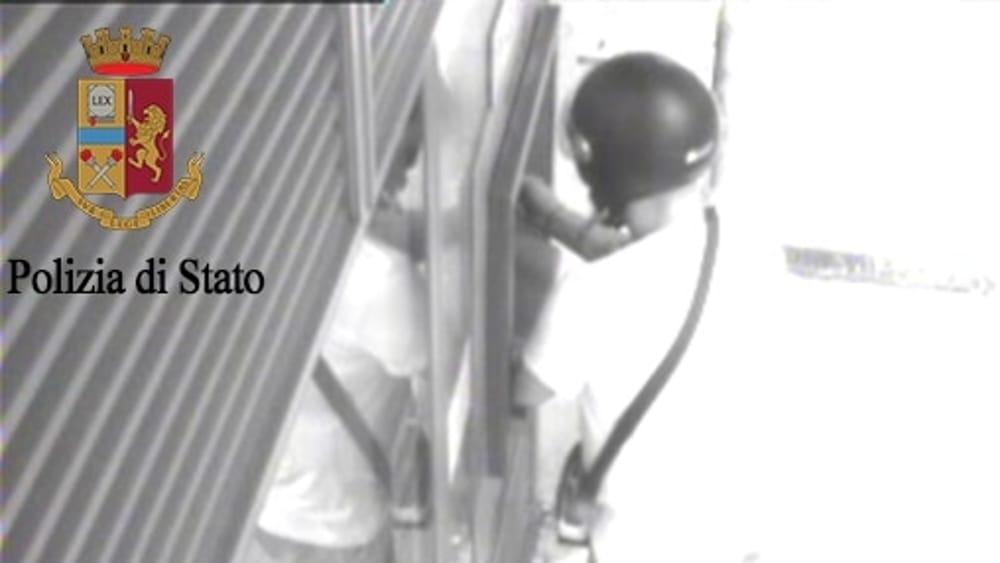 Furti e rapine a donne sole in auto, un arresto a Palermo