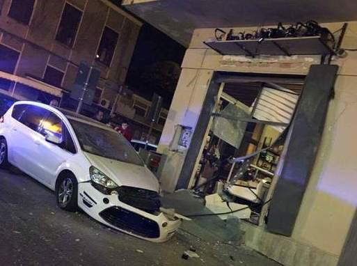 Attentato a un panificio di Lamezia Terme: due giovani fermati