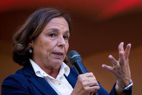 """Migranti, Lamorgese in tv : """"Cambiare il memorandum con la Libia"""""""