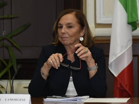 """Lamorgese: """"Dal 15 gennaio telecamere nelle ambulanze di Napoli"""""""