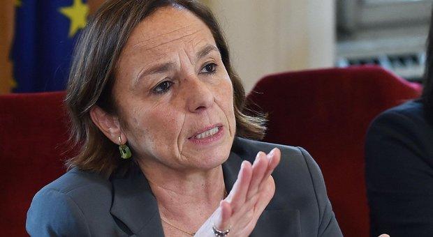Ferragosto e misure anti Covid, la ministra Lamorgese: controlli serrati nelle zone turistiche