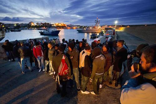 Migranti: 140 sbarcati a Lampedusa, 2.800 salvati in 24 ore