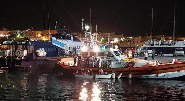 Intercettati 70 migranti e portati a Lampedusa, Salvini: subito rimpatrio