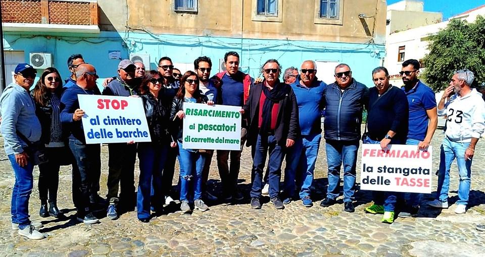 Pescatori e commercianti in piazza per il 1° Maggio a Lampedusa