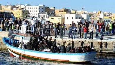 Barcone parte dalla Libia e arriva a Lampedusa con 58 migranti