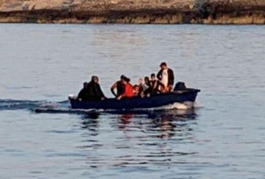 Altro sbarco autonomo a Lampedusa: 10 tunisini entrano nel porto