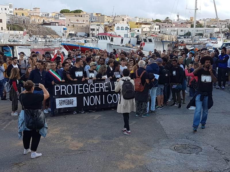 Migranti, marcia della memoria a Lampedusa ma lo Stato è assente