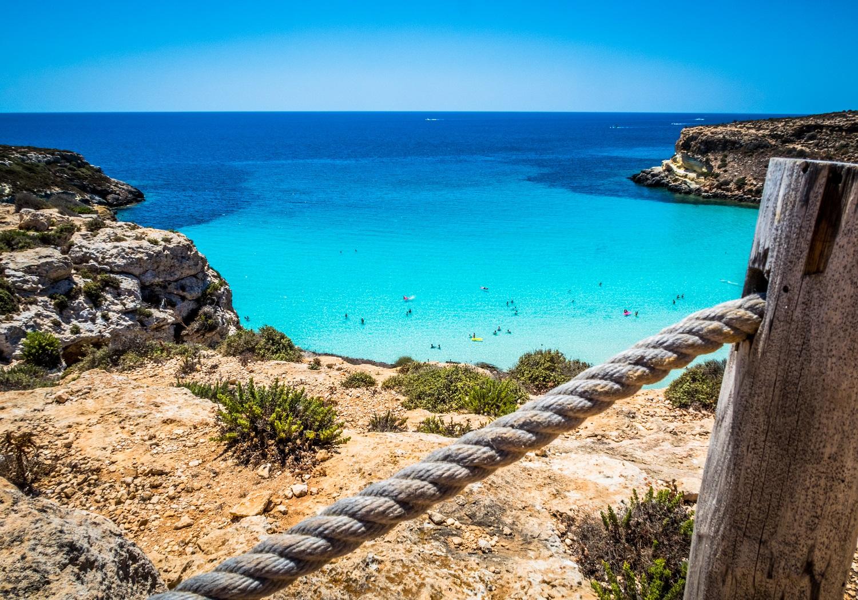 Lampedusa isola plastic free, da domani scattano i divieti