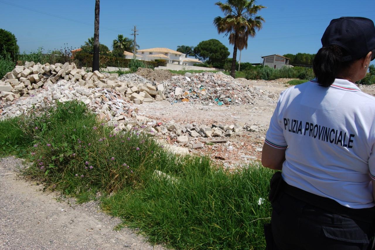 Siracusa, sequestrata discarica abusiva in contrada Isola