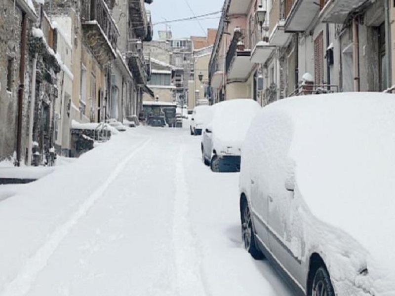 Le temperature ancora rigide, domani scuole chiuse a Bronte