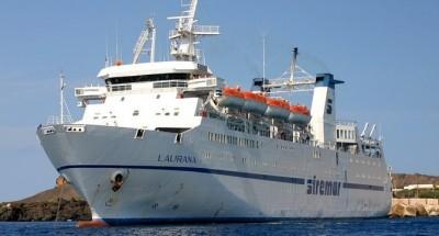 Lampedusa, 2 migranti in fuga: bloccati sul traghetto
