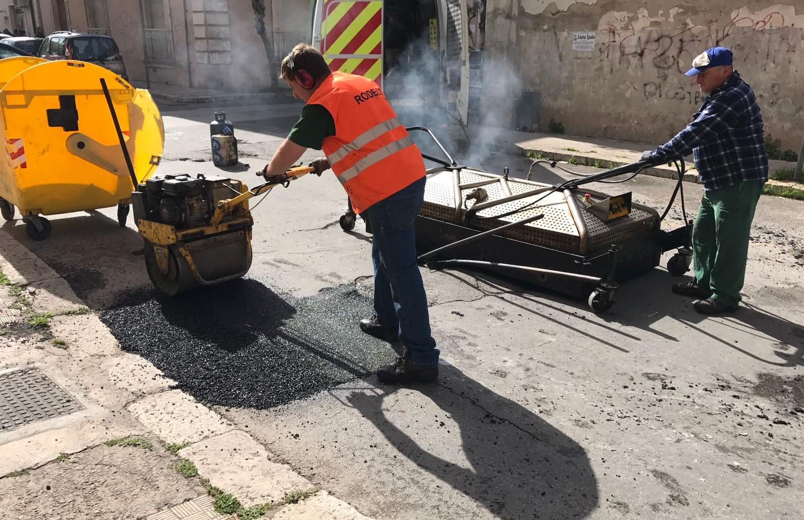 Vittoria, proseguono i lavori di manutenzione alle strade cittadine