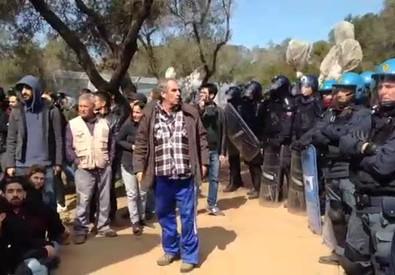 Gasdotto in Puglia, scontri con la polizia vicino Lecce