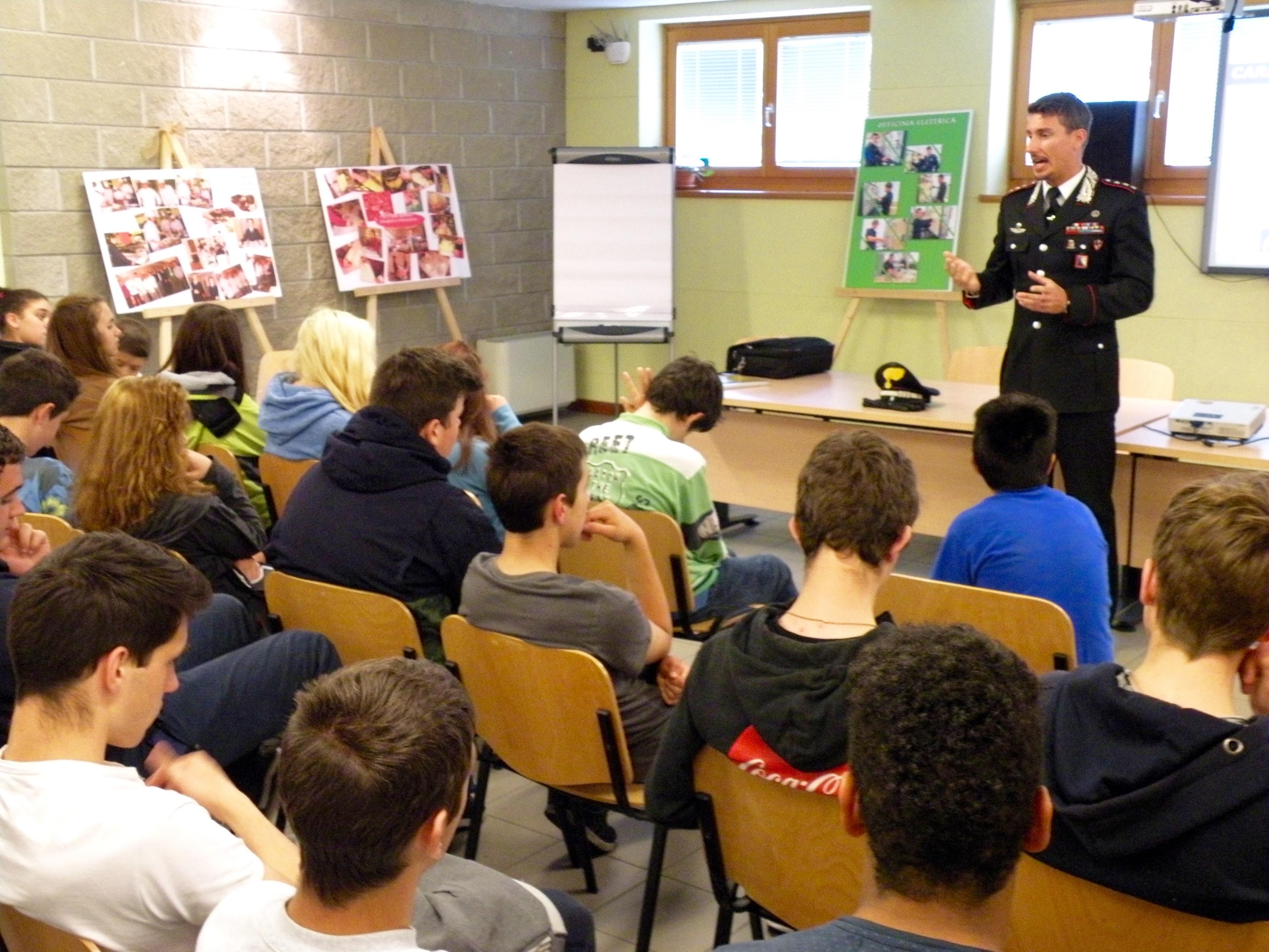 Rosolini, legalità: i carabinieri incontrano gli studenti