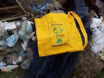 Legambiente Catania pulisce la foce del fiume Simeto