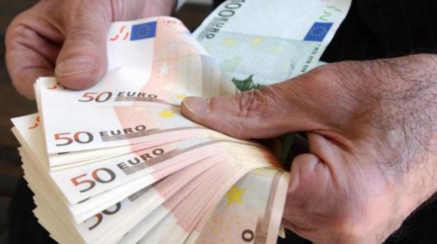 """Lentini, """"scippa"""" la pensione a un anziano e scappa con 1300 euro"""