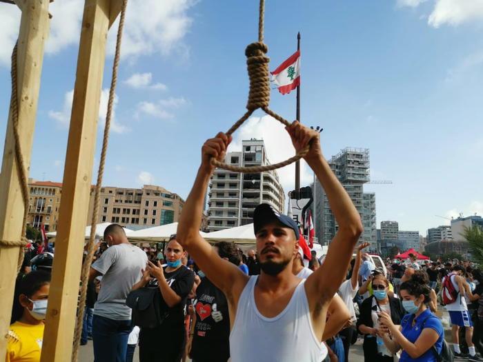 Esplode la rabbia dei libanesi, assaltato il Ministero degli Esteri
