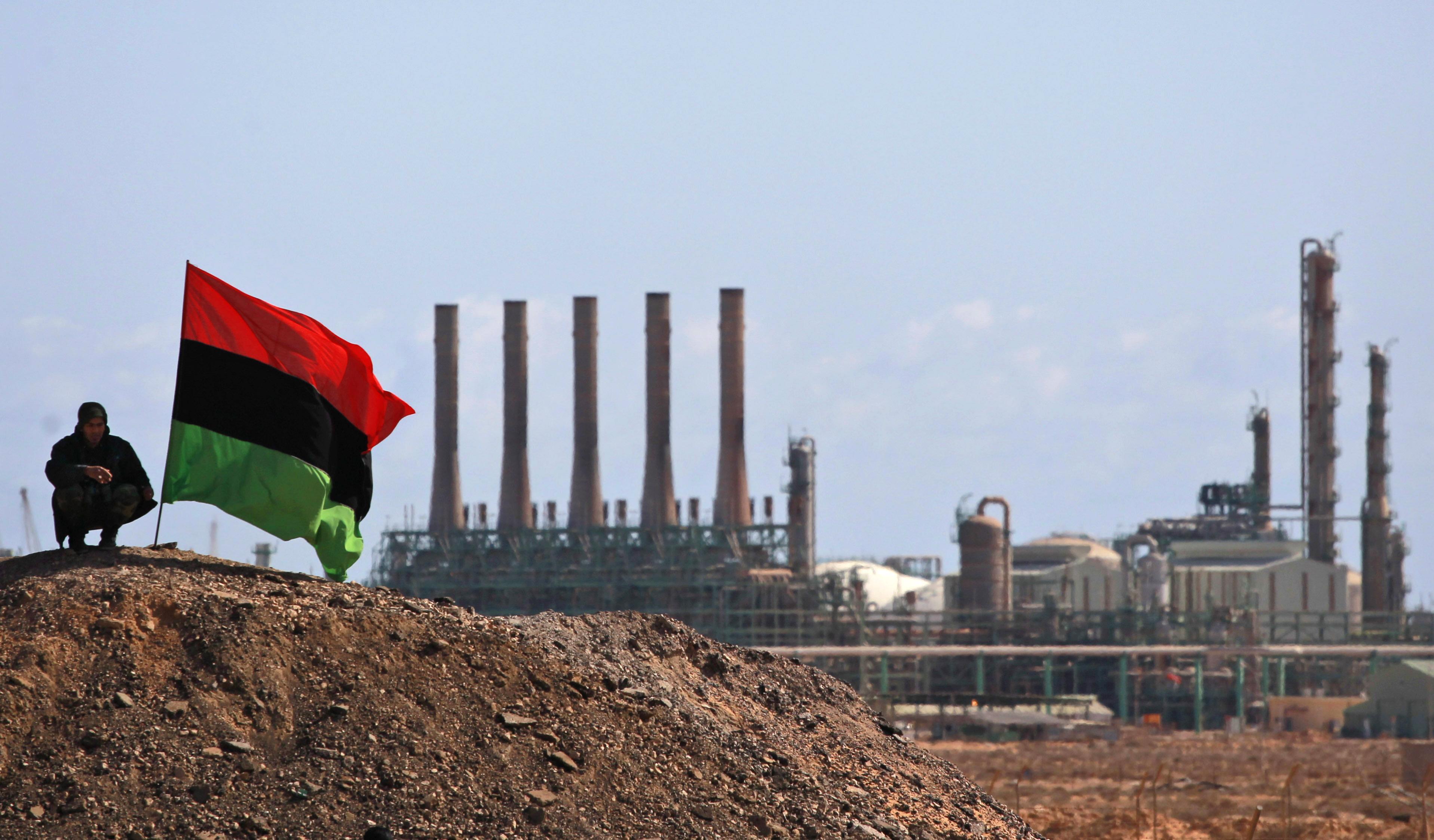 Libia: sospese le esportazioni di petrolio dall'est
