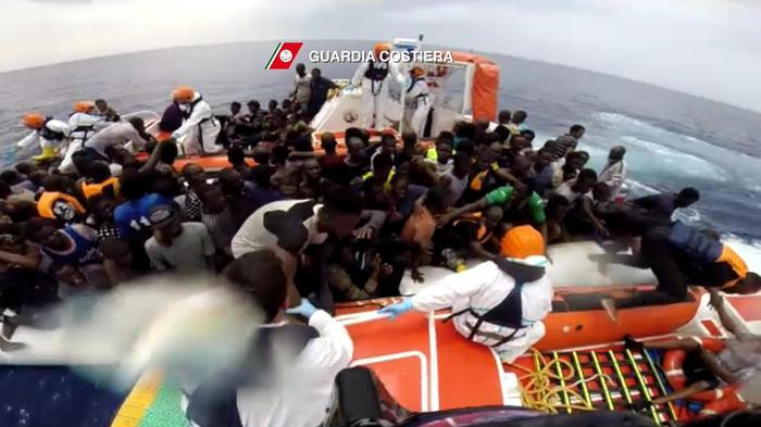 Naufragio a Largo della Libia: 126  migranti morti