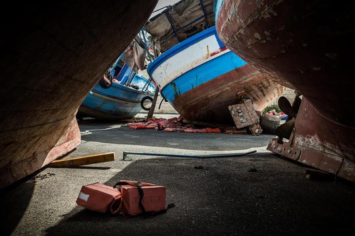 Rimorchiatore italiano riporta in Libia 108 migranti