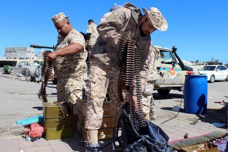 Attacco dell'Isis nel centro della Libia: incendiata la sede della Guardia municipale a Fuhaqa