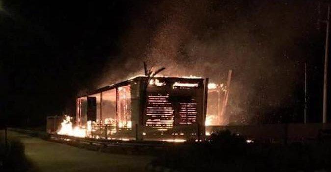 Intimidazioni col fuoco a Priolo, distrutto il Lido B64