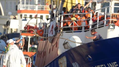 Migranti, Malta chiude il porto alle Ong: attività non chiare
