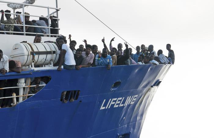 Migranti, pressing dell'Italia su Malta per fare attraccare la Lifeline