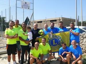 Il Lions Club Siracusa Eurialo dona un campo di beach soccer alla parrocchia del Plemmirio