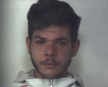 Siracusa, preso mentre spaccia in via Italia 103