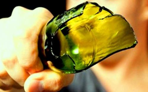 Lite in un bar di Francofonte, uno ferito con una bottiglia di vetro